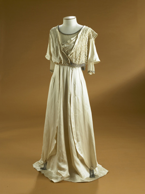 This wedding dress dates from 1911, a year after K...
