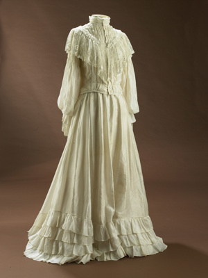 This flowing, romantic wedding costume from 1905 l...