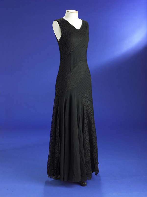 Evening dress; black silk georgette with lace panels; 1930; 1954/125 ...