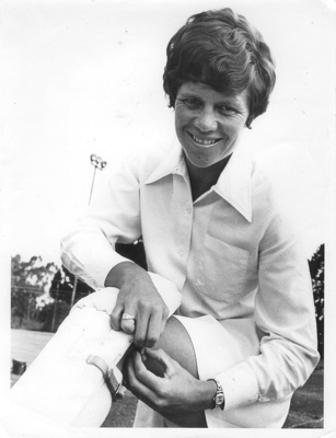 Photo: Trish McKelvey padding up, Johannesburg, 1972.; Kopiereg Voorbehou; 1972; 2018.5.34