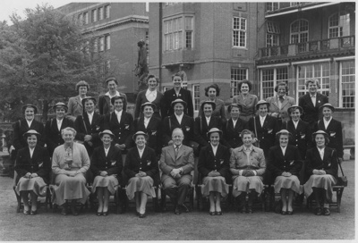 Photo: New Zealand team visit Bournville, England, 1954.; 1954; 2018.5.27