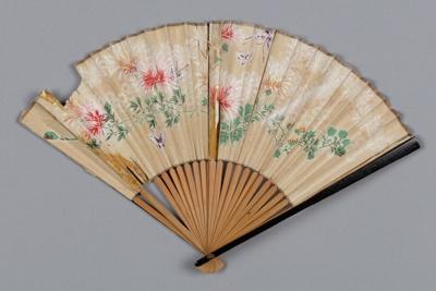 Fan, Folding, Cream with flowers and butterflies; Unknown maker; 1880-1920; RI.LA01.03