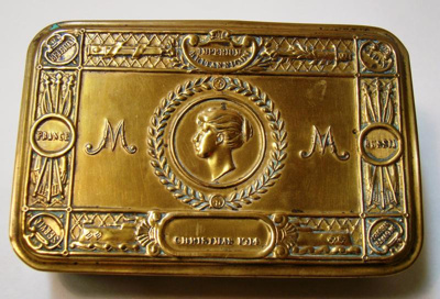 Chocolate tin gifted to troops at Christmas 1914.
