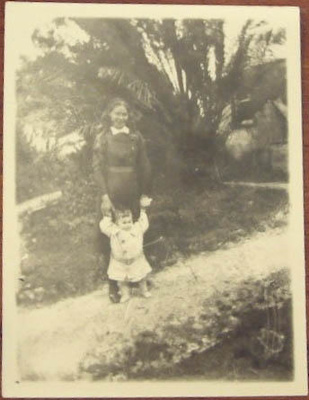 Photograph [Margaret Flood and baby]; c. 1910; XCH.1572