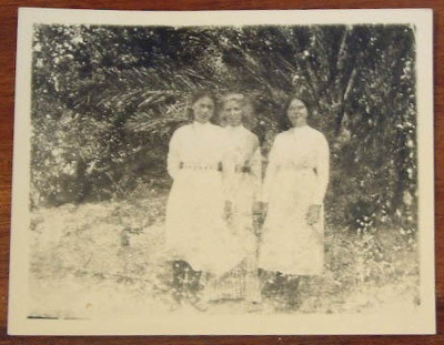 Photograph [Margaret flood, Kate Clendon and Kitty Flood]; c. 1900-1910; XCH.1554