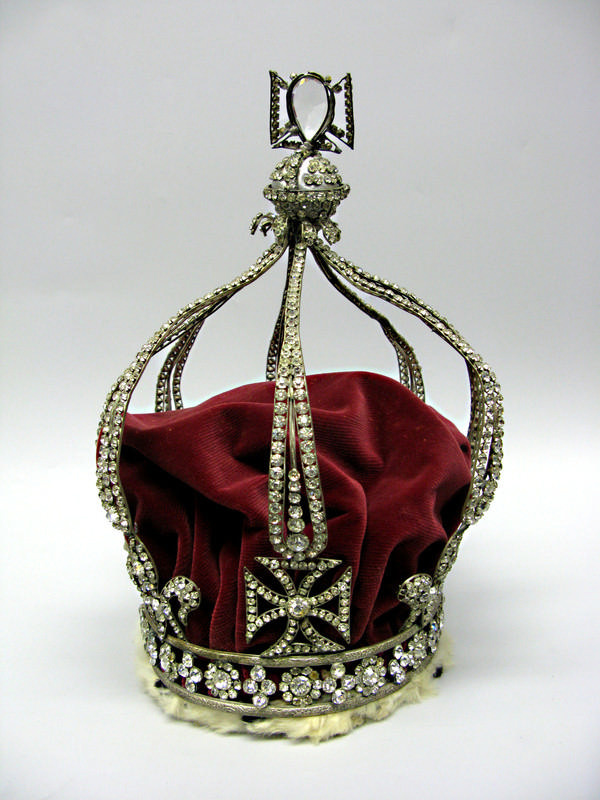 Regalia queen mary 39 s crown wellington for Mary queen of scots replica jewelry