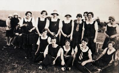 Photograph, Niagara Women's Hockey Team; Unknown Photographer; 1928; WW.1998.1230