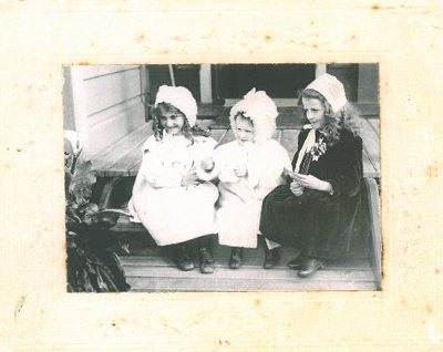 Edith and Nell Elliott, and Phyllis Bateman; PH2012.0048