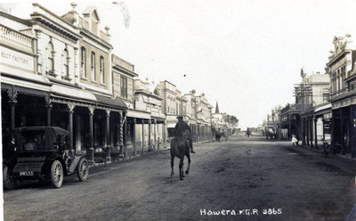 Postcard of High Street in Hawera.; Mrs Oliver of Alton; 2013.071