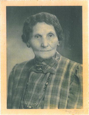 Mrs W B Robertson; PH2012.0003