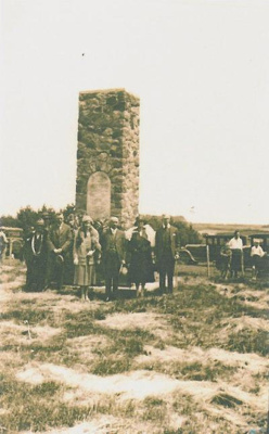 Group at Turuturu Mokai monument; 1931; PH2012.0064
