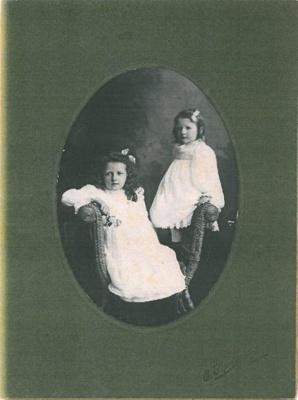 Edith and Nellie Elliott; PH2012.0051