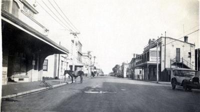 Photograph of White Hart Hotel Hawera.; Unknown; 2013.0054