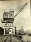 Photograph: Crane, Auckland, date unknown.; Auckland Harbour Board. Engineer's Dept.; 2010.132.295