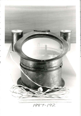 Dry steering compass in a binnacle; 1987.192