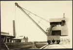 Photograph: 10 ton steam crane at Calliope Dock, date unknown.; Auckland Harbour Board. Engineer's Dept.; 2010.132.290