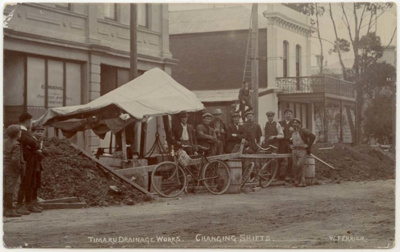Timaru Drainage Works. Changing Shifts; Ferrier, William; 1905-1915; 4616