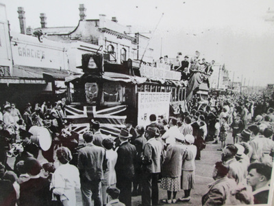 The last Tram arriving down Seaview Road, New Brighton 1952 (2); Purchased from the Star-Sun Newspaper, Christchurch; 1952; 01/2006/812/j