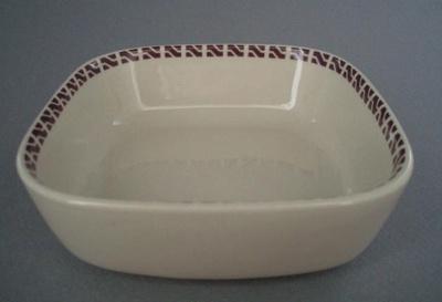 Fruit dish - New Zealand Railways; Crown Lynn Potteries Limited; 1970-1989; 2008.1.1176