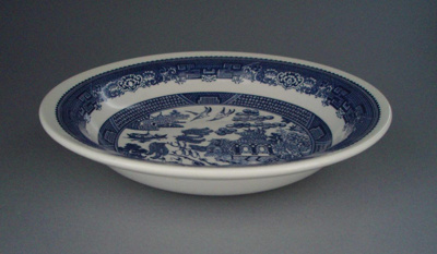 Bowl - Blue Willow pattern; Crown Lynn Potteries Limited; 1983-1989; 2008.1.2206