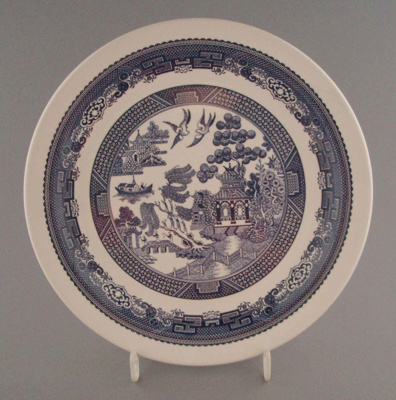 Luncheon plate - Blue Willow pattern; Crown Lynn Potteries Limited; 1983-1989; 2008.1.2194