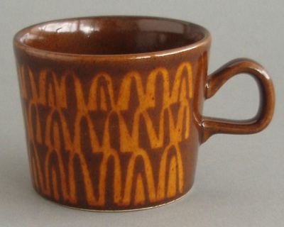 Cup - Zigzag pattern; Crown Lynn Potteries Limited; 1976-1989; 2008.1.20