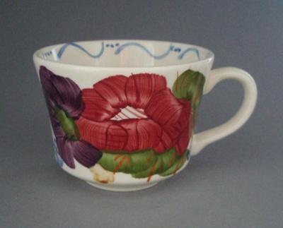 Cup - Fleurette pattern; Crown Lynn Potteries Limited; 1981-1989; 2008.1.2604