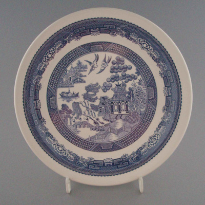 Luncheon plate - Blue Willow pattern; Crown Lynn Potteries Limited; 1983-1989; 2008.1.2198