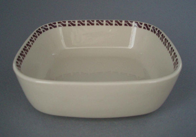 Fruit dish - New Zealand Railways; Crown Lynn Potteries Limited; 1970-1989; 2008.1.1174