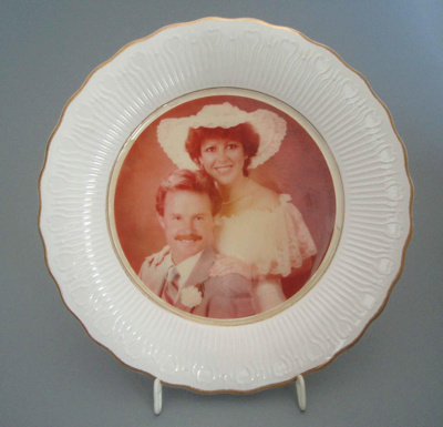 Photo frame - wedding day portrait; Crown Lynn Potteries Limited; 1983-1989; 2008.1.288