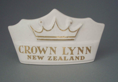 Advertising crown; Crown Lynn Potteries Limited; 1966-1980; 2008.1.515