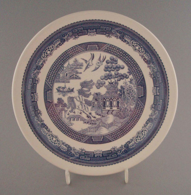 Luncheon plate - Blue Willow pattern; Crown Lynn Potteries Limited; 1983-1989; 2008.1.2195