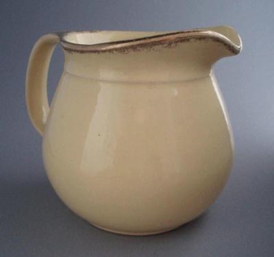 Jug; Crown Lynn Potteries Limited; 1945-1960; 2008.1.823