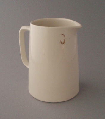 Jug; Crown Lynn Potteries Limited; 1948-1989; 2008.1.1016