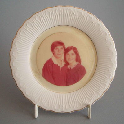 Photo frame - portrait of boy and girl; Crown Lynn Potteries Limited; 1983-1989; 2008.1.286