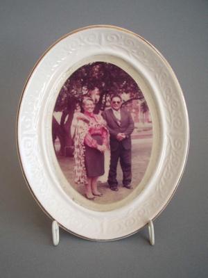Photo frame - Maori couple; Crown Lynn Potteries Limited; 1983-1989; 2008.1.283