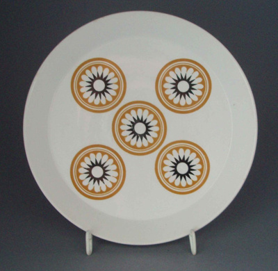 Salad plate - floral; Crown Lynn Potteries Limited; 1971-1985; 2008.1.963