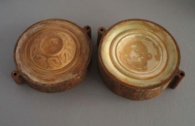Ram press cases - trinket box; Crown Lynn Potteries Limited; 1978; 2009.1.1377.1-2
