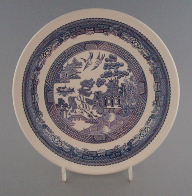 Luncheon plate - Blue Willow pattern; Crown Lynn Potteries Limited; 1983-1989; 2008.1.2196