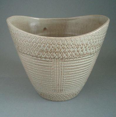 Flower pot; Crown Lynn Potteries Limited; 1964-1975; 2008.1.189