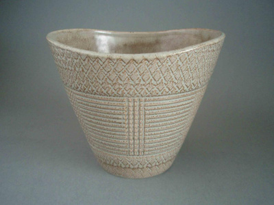 Flower pot; Crown Lynn Potteries Limited; 1964-1975; 2008.1.188