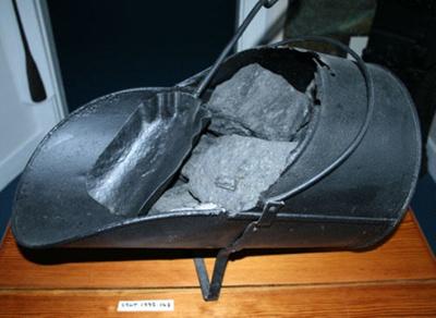 Coal scuttle and shovel; SGHT.1995.148
