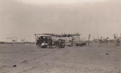 Photograph - Passengers disembarking near Winton. ; 1923; 18693