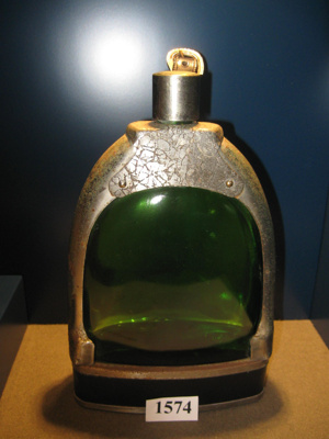 Stirrup shaped flask.; 1574