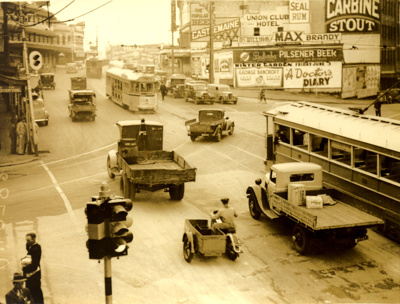 Traffic running smoothly at the Adelaide St and Queen Street at Petrie Bight; 1936; PM2937
