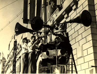 Close-up of traffic lights and loud speakers, corner of Queen and George Street; 1937; PM2938