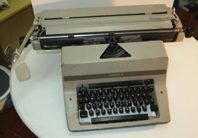 Imperial 80 typewriter ; Imperial Typewriter Co, Leicester, UK; c.1968-71; T79