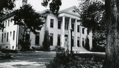 Photograph, Elmhurst Public Library in Wilder Mansion; Herzberg Family; 1939; M92.29.57