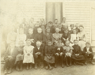 Photograph, Churchville Schoolhouse; 1902; M2011.7.4