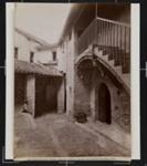 Cortile di una casa in Via S. Girolamo fuori S. Pietro; Fratelli Alinari; ca. 1880-1910; 1979:0118:0009